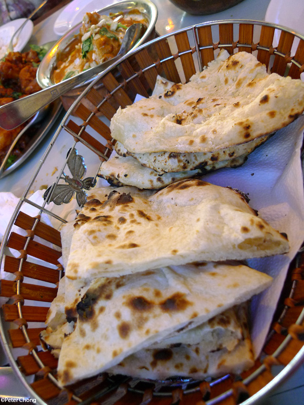 Basket of garlic and plain naan at Delhi Restaurant