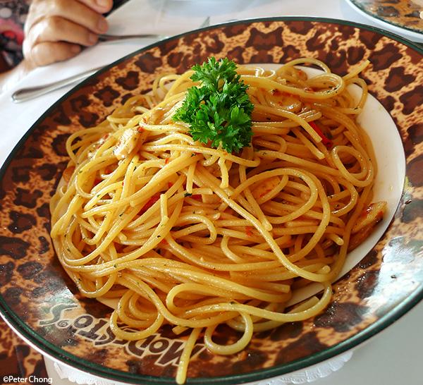 Spagetti aglio olio at Modesto's Vivocity