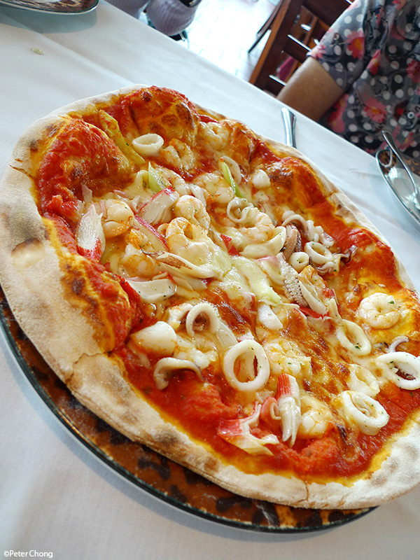 Seafood pizza at Modesto's Vivocity