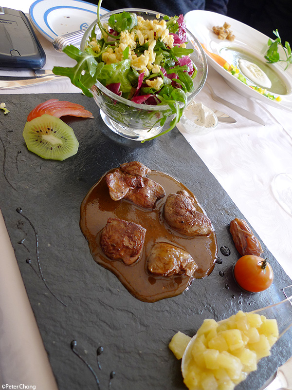 grilled chicken liver and salad at hotel bellevue le rocheray le sentier